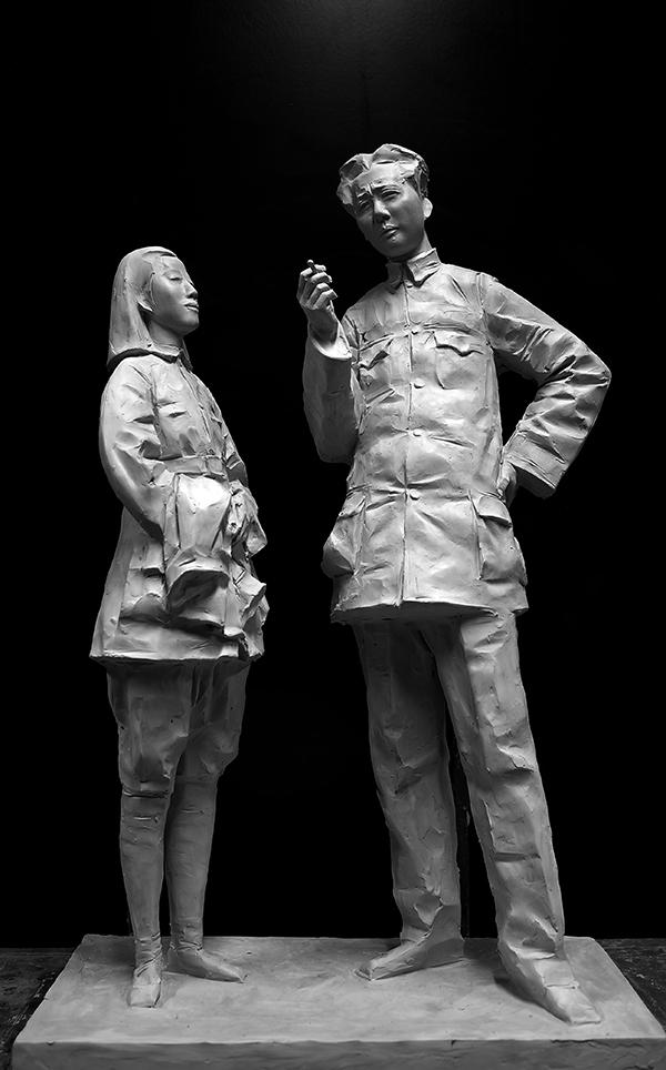 8《毛泽东与贺子珍》  作者:李鹤 材质:青铜  尺寸:28×30×70cm 创作年代:2012.jpg